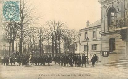 """/ CPA FRANCE 94 """"Bry sur Marne, la sortie des écoles"""""""