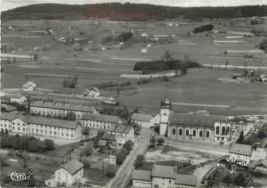 """/ CPSM FRANCE 88 """"Fraize, les écoles, l'église et le cimetière militaire"""""""