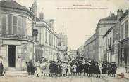 """94 Val De Marne / CPA FRANCE 94 """"Maisons Alfort, grande rue"""" / ENFANTS"""