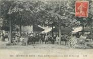 """94 Val De Marne / CPA FRANCE 94 """"Le Parc Saint Maur, place des Marronniers un jour de marché"""""""