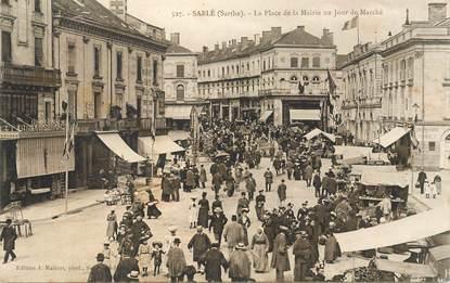 """CPA FRANCE 72 """"Sablé sur Sarthe, la place de la mairie un jour de marché"""""""
