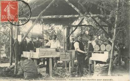 """CPA FRANCE 41 """"Fêtes de Blois, Exposition forestière, fabrication des chevilles pour traversés"""""""