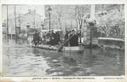 """92 Haut De Seine / CPA FRANCE 92 """"Rueil, transport des habitants"""" / INONDATIONS 1910"""