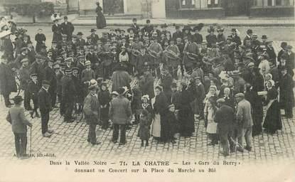 """CPA FRANCE 36 """"La Chatre, concert des gars du Berry sur la place du marché au blé"""""""