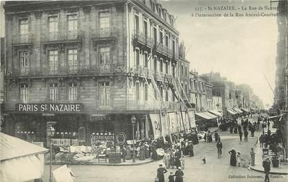 """CPA FRANCE 44 """"Saint Nazaire, la rue de Nantes à l'intersection de la rue Amiral Courbet"""""""