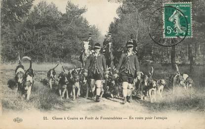 """/ CPA FRANCE 77 """"Chasse à courre en forêt de Fontainebleau, en route pour l'attaque"""""""