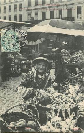 """CPA FRANCE 31 """"Toulouse, une vieille vendeuse du marché du capitole"""""""