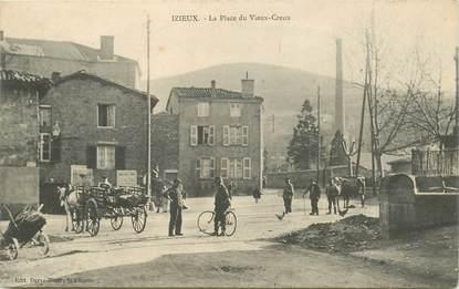 """CPA FRANCE 42 """"Izieux, la place du Vieux Creux"""""""