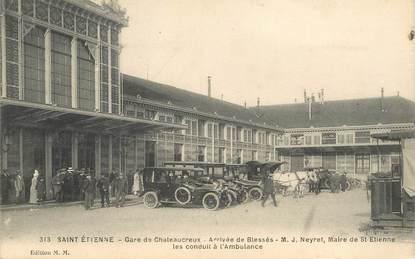 """CPA FRANCE 42 """"Saint Etienne, gare de Chateaucreux, arrivée des blessés, ambulance"""""""
