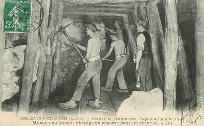 """CPA FRANCE 42  """"Saint Etienne, Industrie Commerce Exploitations, mineurs au travail, abattage du charbon"""" / MINE"""