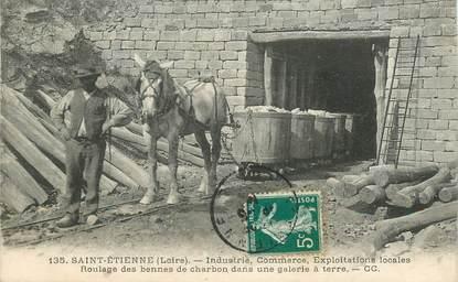 """CPA FRANCE 42  """"Saint Etienne, Industrie Commerce Exploitations, roulage de bennes de charbon dans une galerie"""" / MINE"""