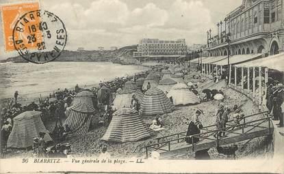 """CPA FRANCE 64 """"Biarritz, vue générale de la plage"""""""
