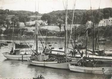 """/ CPSM FRANCE 29 """"Douarnenez, thoniers dans le port"""""""