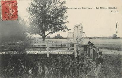 "/ CPA FRANCE 77 ""Environs de Tournan, la grille Blanche"""