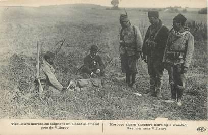 """/ CPA FRANCE 77 """"Tirailleurs marocains soigant un blessé allemand près de Villeroy"""""""