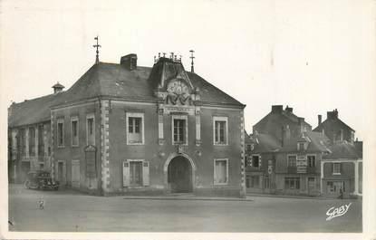 """/ CPSM FRANCE 44 """"Savenay, la mairie et la place"""""""