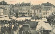 """53 Mayenne / CPA FRANCE 53 """"Mayenne, place du marché"""""""