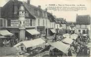 """51 Marne / CPA FRANCE 51 """"Fismes, place de l'hôtel de ville, le marché"""""""