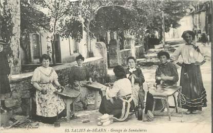 "/ CPA FRANCE 64 ""Saliès de Béarn, groupe de Sandalières"""