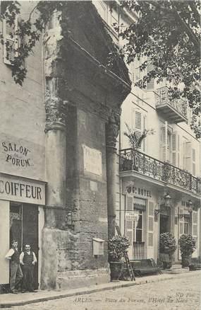 """/ CPA FRANCE 13 """"Arles, place du forum, l'hôtel du Nord"""""""