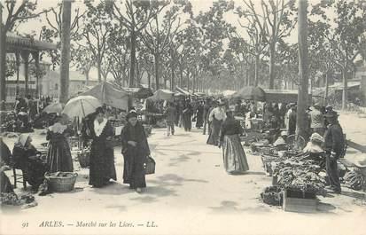 """/ CPA FRANCE 13 """"Arles, marché sur les lices"""""""