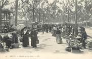 """13 Bouch Du Rhone / CPA FRANCE 13 """"Arles, marché sur les lices"""""""