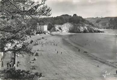 """/ CPSM FRANCE 29 """"Morgat, la grande plage et  l'hôtel de la Mer"""""""