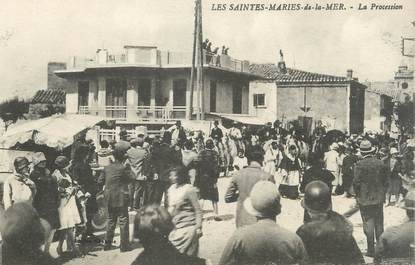 "/ CPA FRANCE 13 ""Les Saintes Maries de la Mer, la procession"""