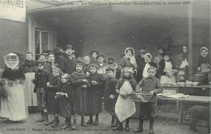 """CPA FRANCE 92 """"Asnières, la soupe populaire, place de l'Hotel de ville"""", inondations 1910"""""""
