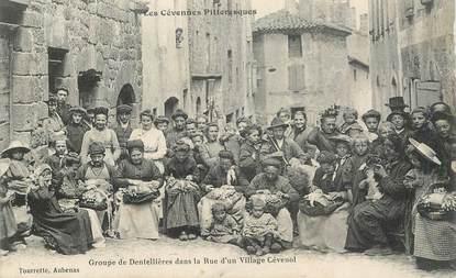 """CPA FRANCE 07  """"Groupe de dentellières dans la rue d'un village Cévenol"""""""""""