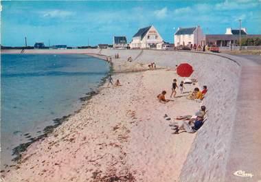 """/ CPSM FRANCE 29 """"Plougerneau, la plage de Lillia avec vue sur l'hôtel"""""""