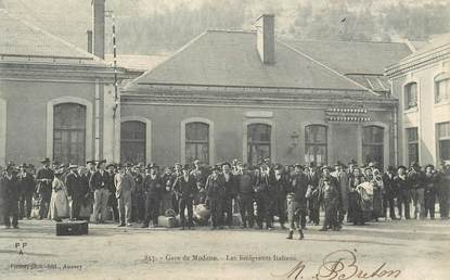 "CPA FRANCE 73 ""Modane, la gare, les émigrants italiens"""