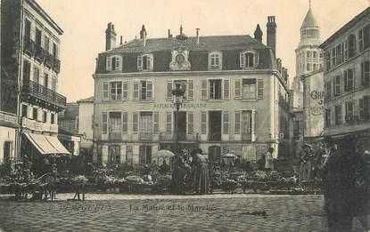 """/ CPA FRANCE 24 """"Périgueux, la mairie et le marché"""""""