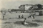 """64 PyrÉnÉe Atlantique / CPSM FRANCE 64 """"Hendaye, la plage et l'hôtel Eskualduna """""""