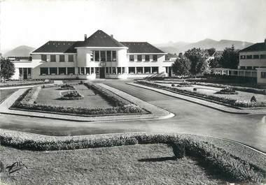 """/ CPSM FRANCE 65 """"Hôpital psychiatrique de Lannemezan, la cour d'honneur"""""""