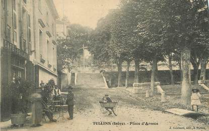 """/ CPA FRANCE 38 """"Tullins, place d'Armes """""""