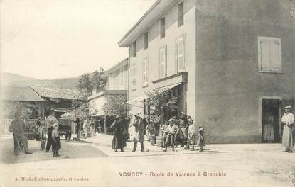 """/ CPA FRANCE 38 """"Vourey, route de Valence"""""""