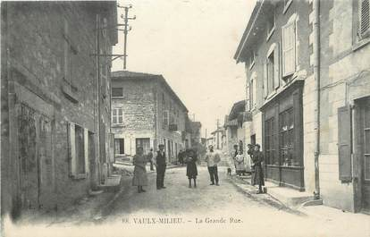 """/ CPA FRANCE 38 """"Vaulx Milieu, la grande rue"""""""