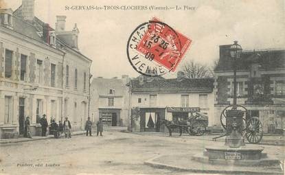 """CPA FRANCE 86 """"Saint Gervais les trois clochers, la Place"""""""