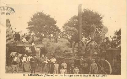 """CPA FRANCE 86 """"Lusignan, les battages dans la région de Lusignan"""" / BATTEUSE"""
