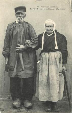 """CPA FRANCE 85 """"Nos vieux vendéens, le Père Manuel et sa femme"""""""