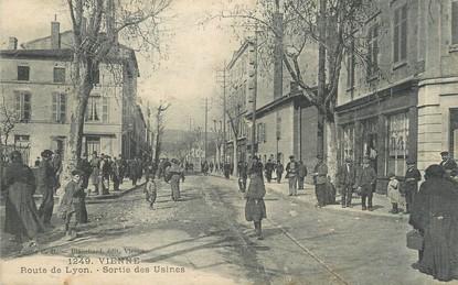 """/ CPA FRANCE 38 """"Vienne, route de Lyon, sortie des Usines"""""""
