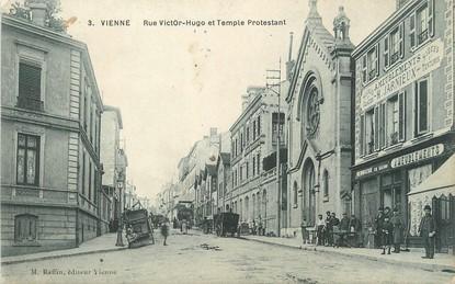 "/ CPA FRANCE 38 ""Vienne, rue Victor Hugo et temple protestant"""