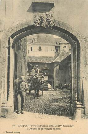 "/ CPA FRANCE 74 ""Annecy, porte de l'ancien hôtel de Mme Chamoisy"""