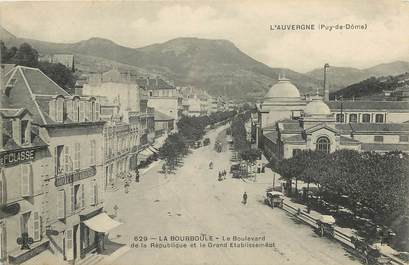 "CPA FRANCE 63 ""La Bourboule, le boulevard de la République et le grand Etablissement"""