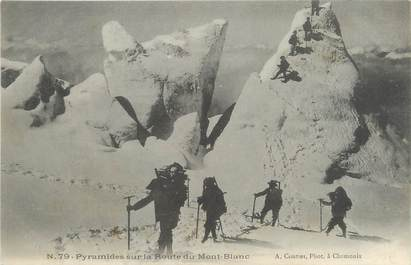 """/ CPA FRANCE 74 """"Chamonix, pyramide sur la route du Mont Blanc"""""""