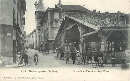 """/ CPA FRANCE 38 """"Beaurepaire, la Halle et rue de la République"""""""