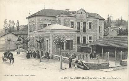 """/ CPA FRANCE 38 """"Cour et Nuis, mairie et groupe scolaire"""""""