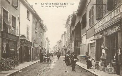 """/ CPA FRANCE 38 """"La Côte Saint André, la rue de la république"""""""