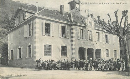 """/ CPA FRANCE 38 """"Gières, la mairie et les écoles"""""""